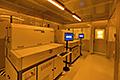 レーザ加工室内にイエロークリーンブースを導入しました